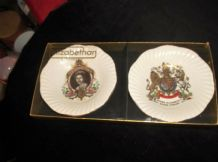 BNIB GILDED ELIZABETHAN CHINA RIBBED RIM PIN / BUTTER PAT DISHES JUBILEE 1977